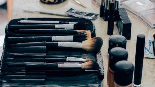 rengøring af makeup børster